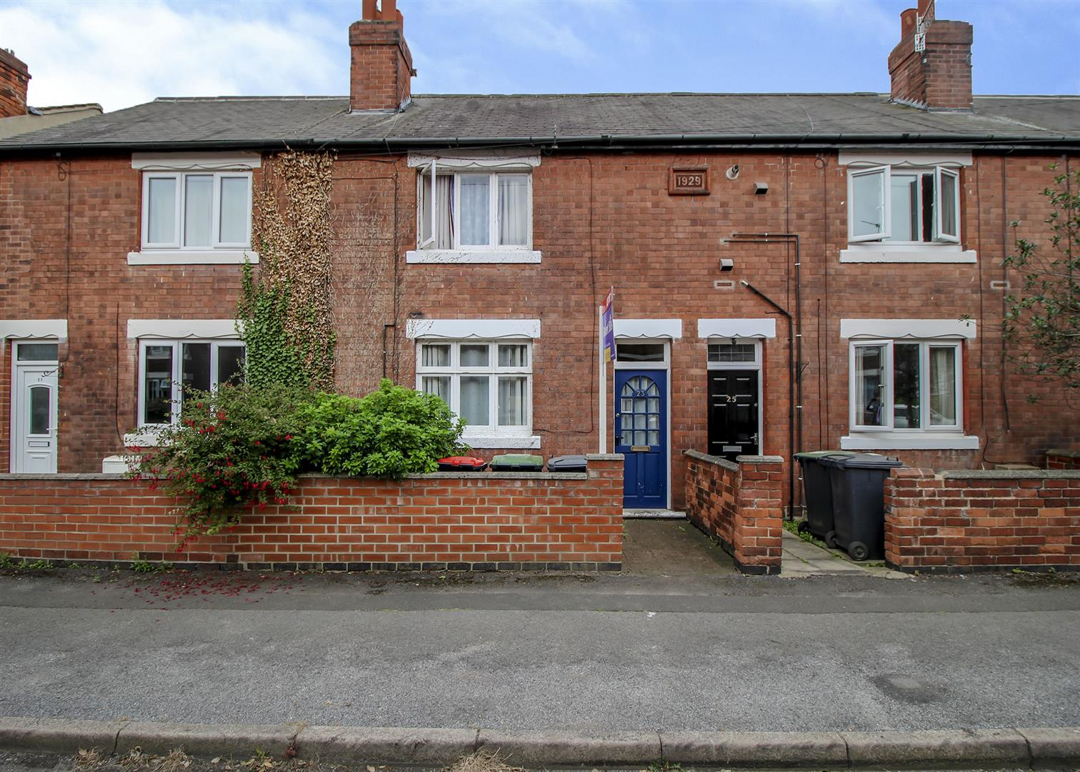 2 Bedrooms Terraced House for sale in Victory Road, Beeston Rylands